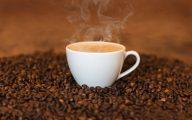 filizanka-kawy-na-ziarnach-kawy